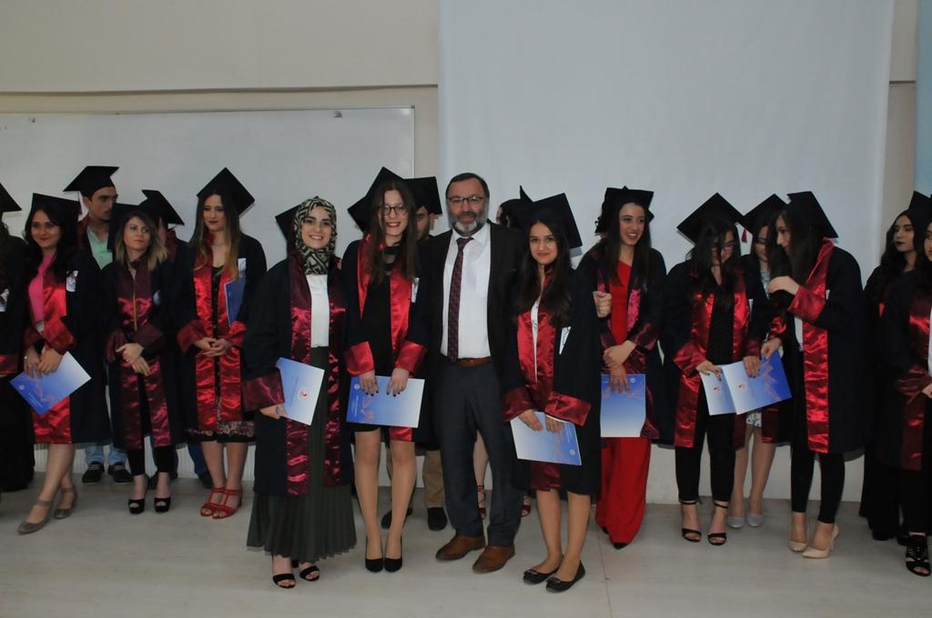 http://www.omu.edu.tr/sites/default/files/files/adalet_carsamba_ve_terme_myolarda_mezuniyet_sevinci/dsc_0296.jpg