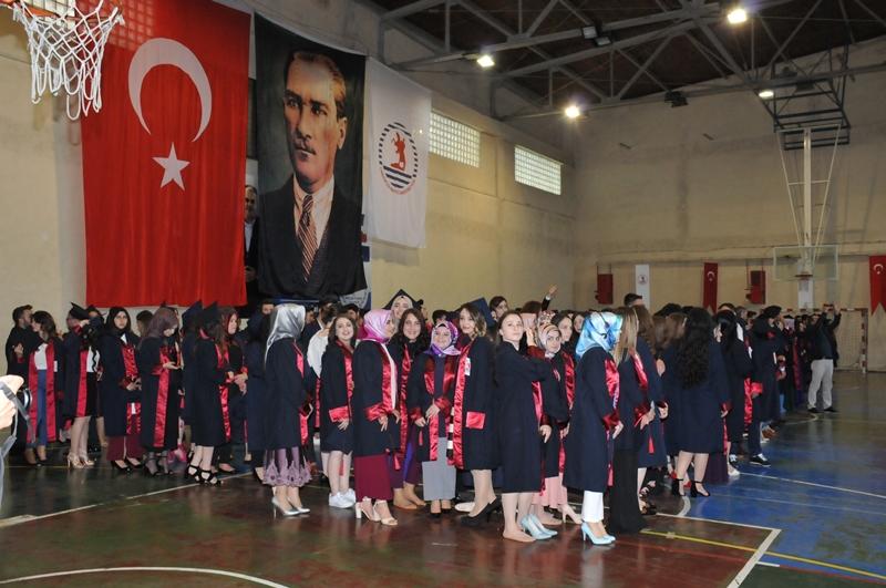 http://www.omu.edu.tr/sites/default/files/files/adalet_carsamba_ve_terme_myolarda_mezuniyet_sevinci/dsc_0442.jpg