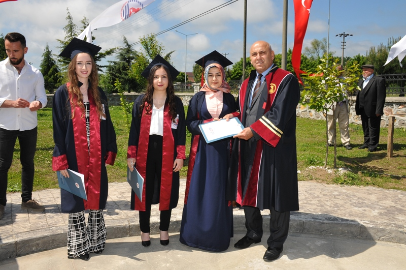 http://www.omu.edu.tr/sites/default/files/files/adalet_carsamba_ve_terme_myolarda_mezuniyet_sevinci/dsc_0572.jpg