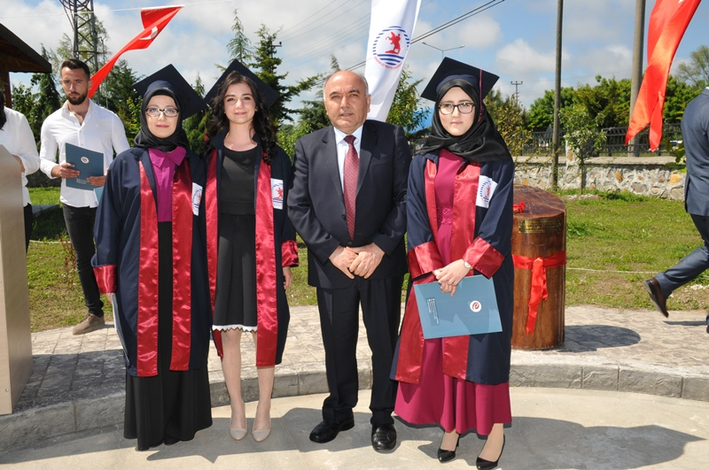 http://www.omu.edu.tr/sites/default/files/files/adalet_carsamba_ve_terme_myolarda_mezuniyet_sevinci/dsc_0579.jpg