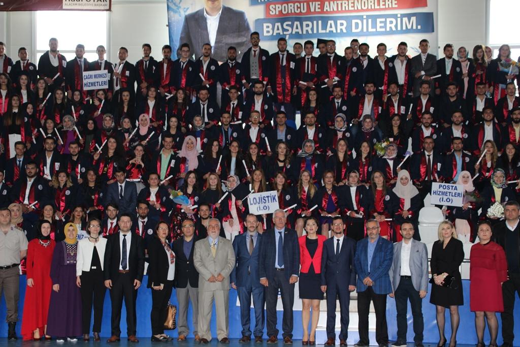 http://www.omu.edu.tr/sites/default/files/files/alacam_myoda_mezuniyet_kivanci/mezunlarla_hatira.jpg