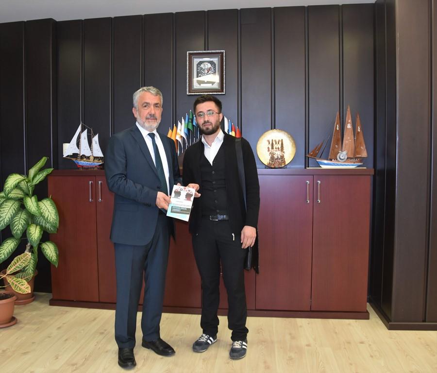 http://www.omu.edu.tr/sites/default/files/files/azeri_lisans_ogrencisi_yazdigi_kitabi_rektor_bilgice_armagan_etti/dsc_5520.jpg