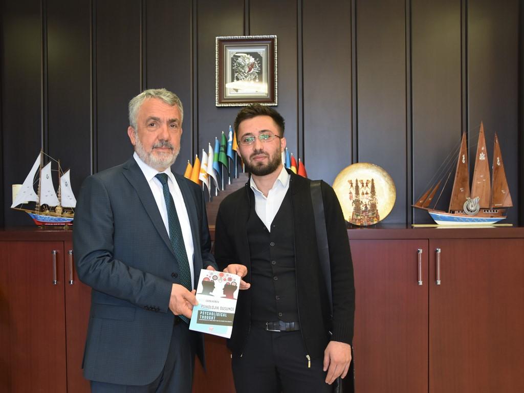 http://www.omu.edu.tr/sites/default/files/files/azeri_lisans_ogrencisi_yazdigi_kitabi_rektor_bilgice_armagan_etti/dsc_5523.jpg