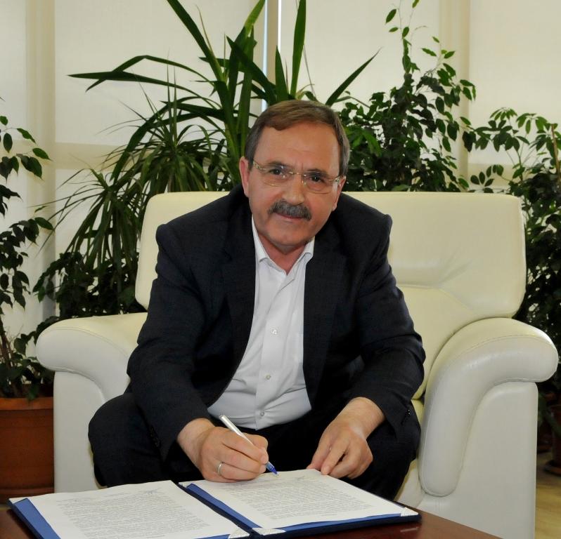 http://www.omu.edu.tr/sites/default/files/files/bafrali_arslan_ailesinden_bafraya_fakulte_binasi/dsc_0061.jpg