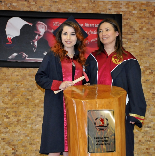 http://www.omu.edu.tr/sites/default/files/files/faculty_of_tourisms_first_graduates/dsc_0169.jpg