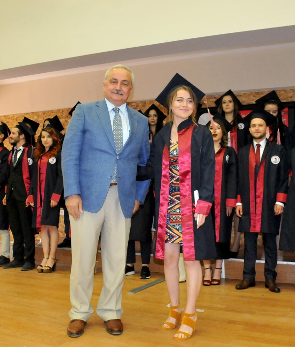http://www.omu.edu.tr/sites/default/files/files/faculty_of_tourisms_first_graduates/dsc_0188.jpg