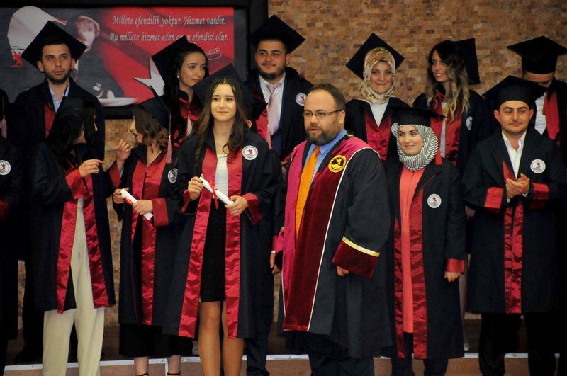 http://www.omu.edu.tr/sites/default/files/files/faculty_of_tourisms_first_graduates/dsc_0206.jpg