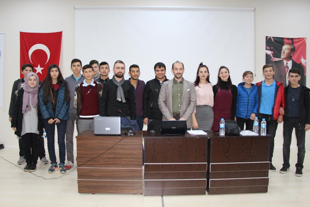 http://www.omu.edu.tr/sites/default/files/files/gazetecilik_ogrencileri_medya_okuryazarligini_anlatti/img_5789.jpg