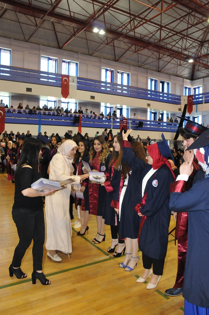 http://www.omu.edu.tr/sites/default/files/files/gelecegin_saglikcilari_mezun_oldu/dsc_0388.jpg