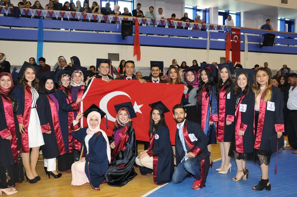 http://www.omu.edu.tr/sites/default/files/files/gelecegin_saglikcilari_mezun_oldu/dsc_0397.jpg