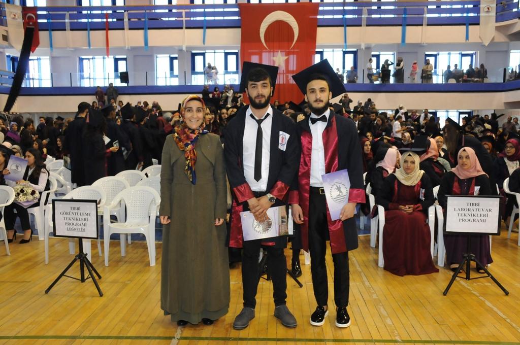 http://www.omu.edu.tr/sites/default/files/files/gelecegin_saglikcilari_mezun_oldu/dsc_0460.jpg