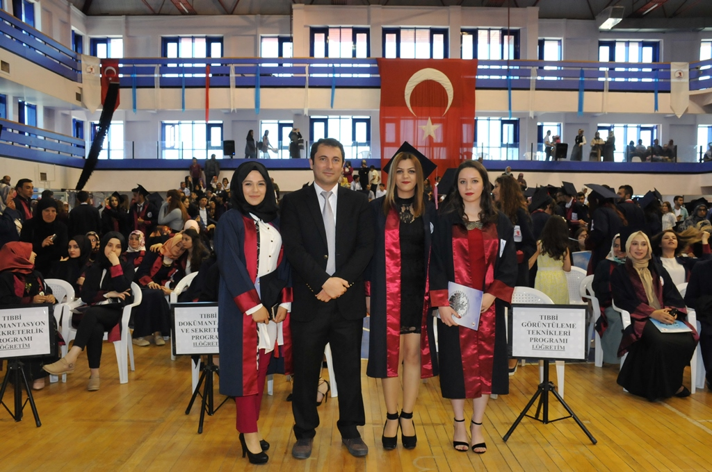 http://www.omu.edu.tr/sites/default/files/files/gelecegin_saglikcilari_mezun_oldu/dsc_0472.jpg