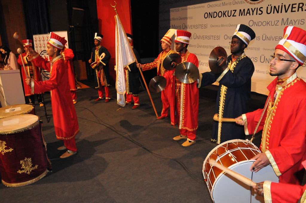 http://www.omu.edu.tr/sites/default/files/files/geleneksel_turkce_soleninde_keyifli_anlar/dsc_0185.jpg