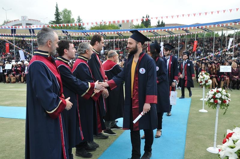 http://www.omu.edu.tr/sites/default/files/files/genc_muhendisler_mezun_oldu/dsc_0098.jpg
