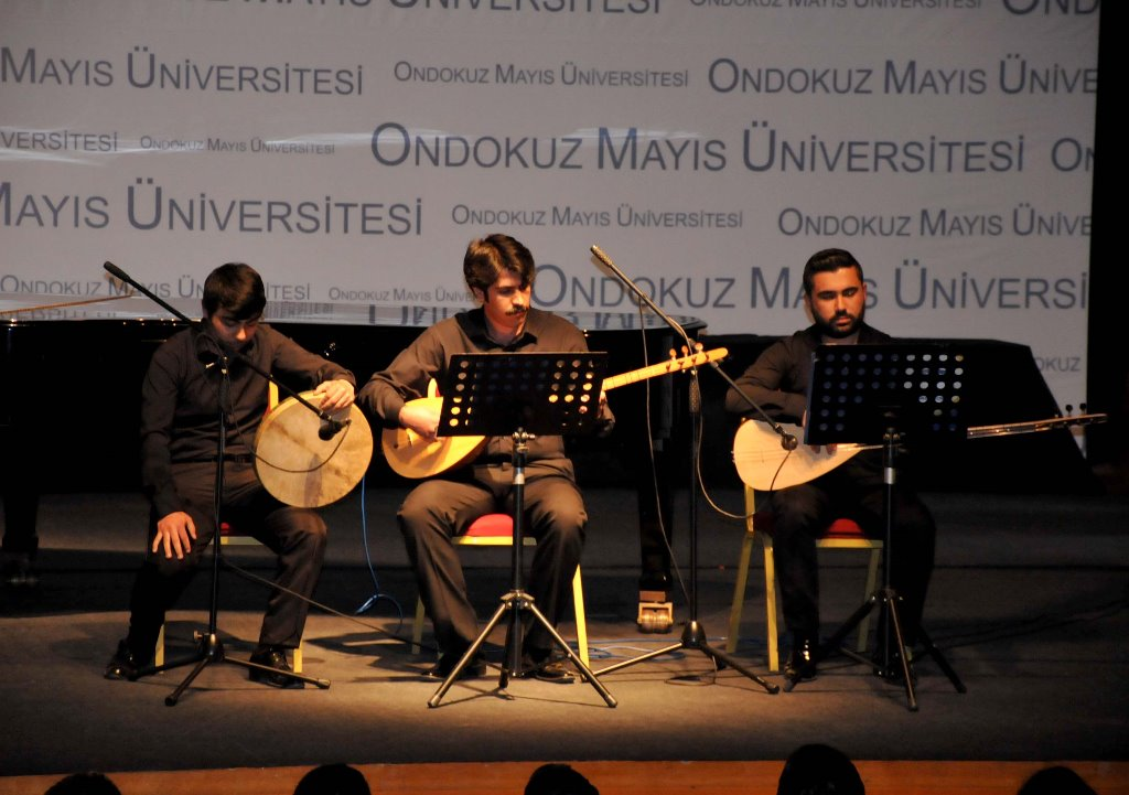 http://www.omu.edu.tr/sites/default/files/files/gonullu_ogrenciler_gorme_engellilere_ses_oldu/dsc_0204.jpg