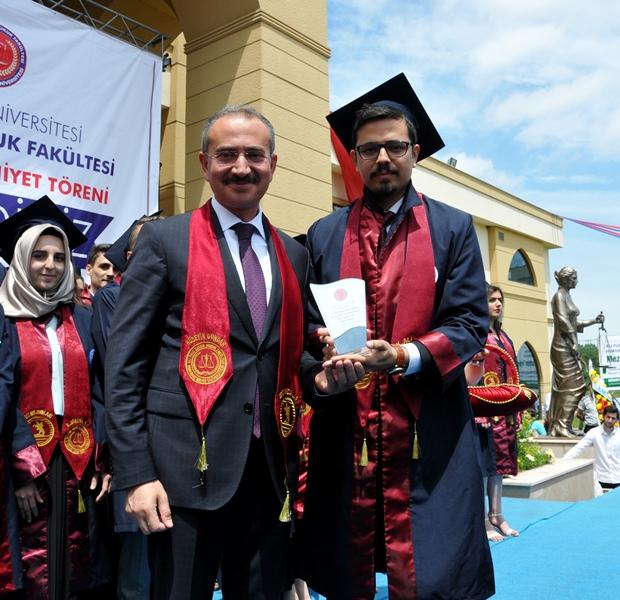 http://www.omu.edu.tr/sites/default/files/files/hukukcular_mezuniyetlerini_kutladi/dsc_0228.jpg