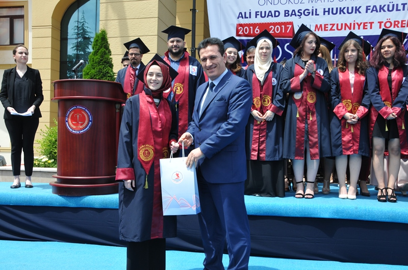 http://www.omu.edu.tr/sites/default/files/files/hukukcular_mezuniyetlerini_kutladi/dsc_0248.jpg
