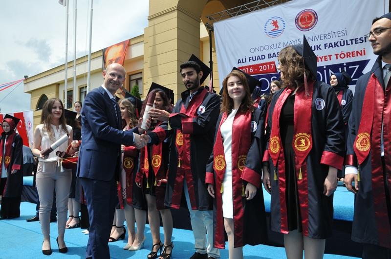 http://www.omu.edu.tr/sites/default/files/files/hukukcular_mezuniyetlerini_kutladi/dsc_0263.jpg