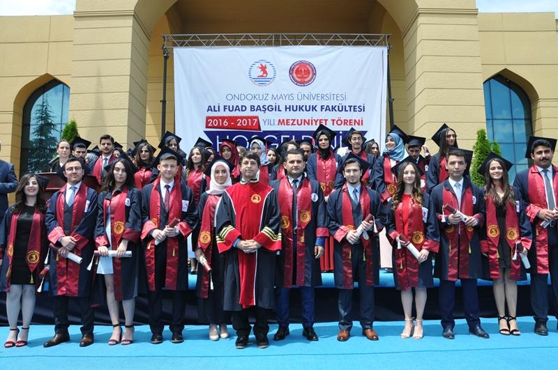http://www.omu.edu.tr/sites/default/files/files/hukukcular_mezuniyetlerini_kutladi/dsc_0286.jpg