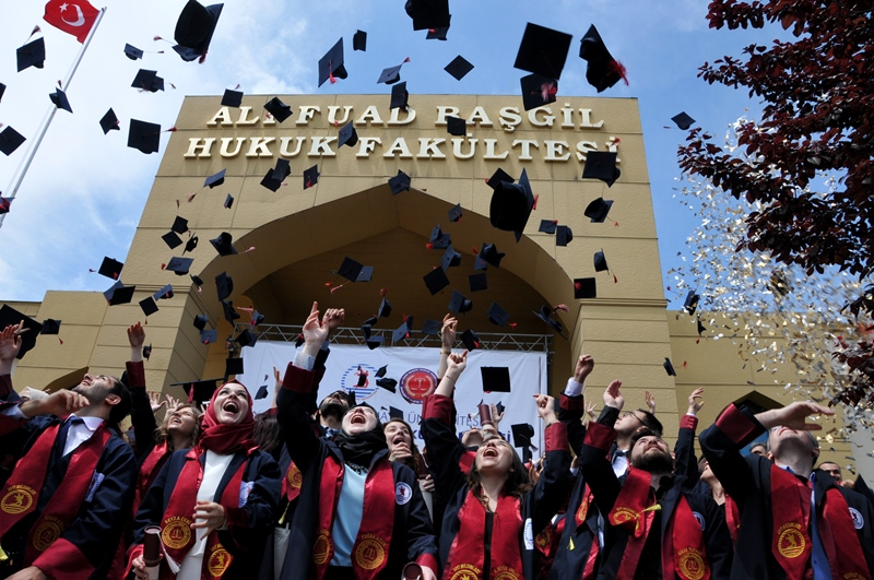 http://www.omu.edu.tr/sites/default/files/files/hukukcular_mezuniyetlerini_kutladi/dsc_0353.jpg
