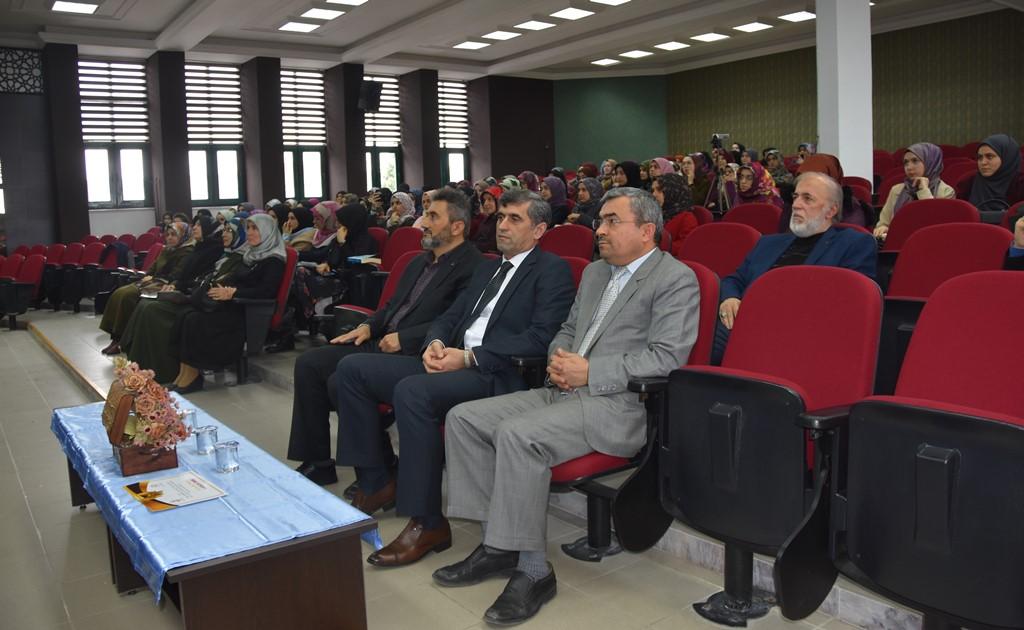 http://www.omu.edu.tr/sites/default/files/files/ilahiyat_fakultesi_ogrencileri_hadis_ezberlemede_yaristi/dsc_0189.jpg