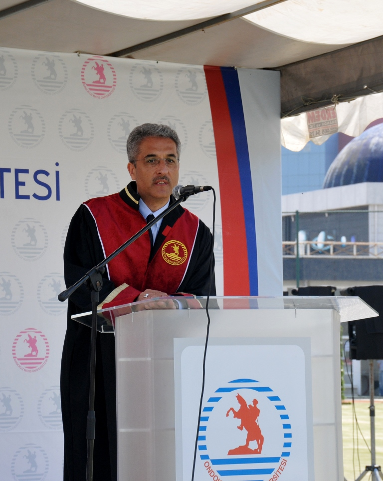 http://www.omu.edu.tr/sites/default/files/files/ilahiyat_fakultesinde_mezuniyet_sevinci/dsc_0211.jpg