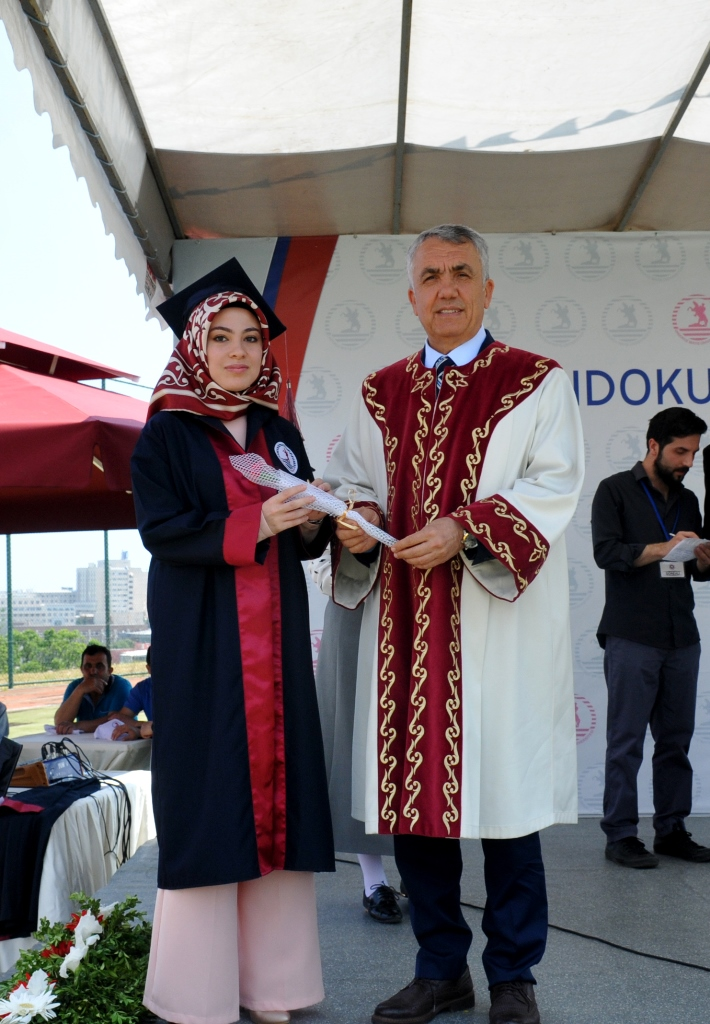 http://www.omu.edu.tr/sites/default/files/files/ilahiyat_fakultesinde_mezuniyet_sevinci/dsc_0231.jpg