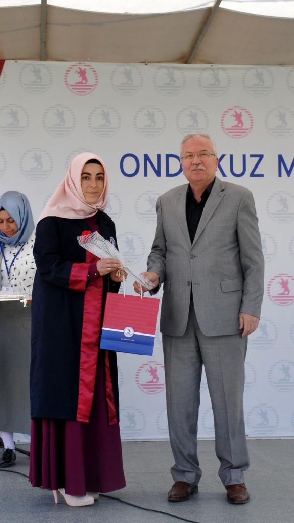 http://www.omu.edu.tr/sites/default/files/files/ilahiyat_fakultesinde_mezuniyet_sevinci/dsc_0238.jpg