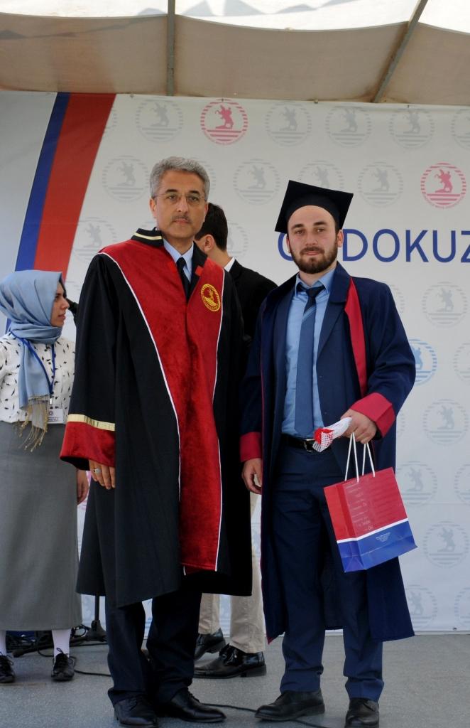 http://www.omu.edu.tr/sites/default/files/files/ilahiyat_fakultesinde_mezuniyet_sevinci/dsc_0241.jpg