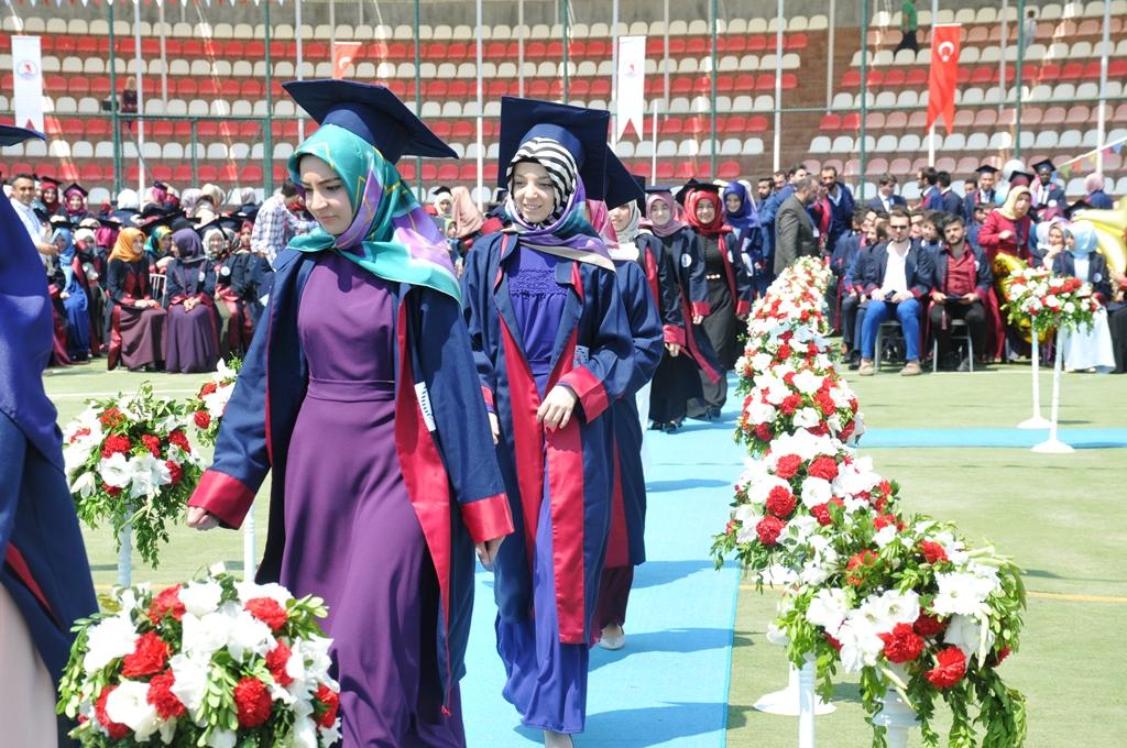 http://www.omu.edu.tr/sites/default/files/files/ilahiyat_fakultesinde_mezuniyet_sevinci/dsc_0245.jpg