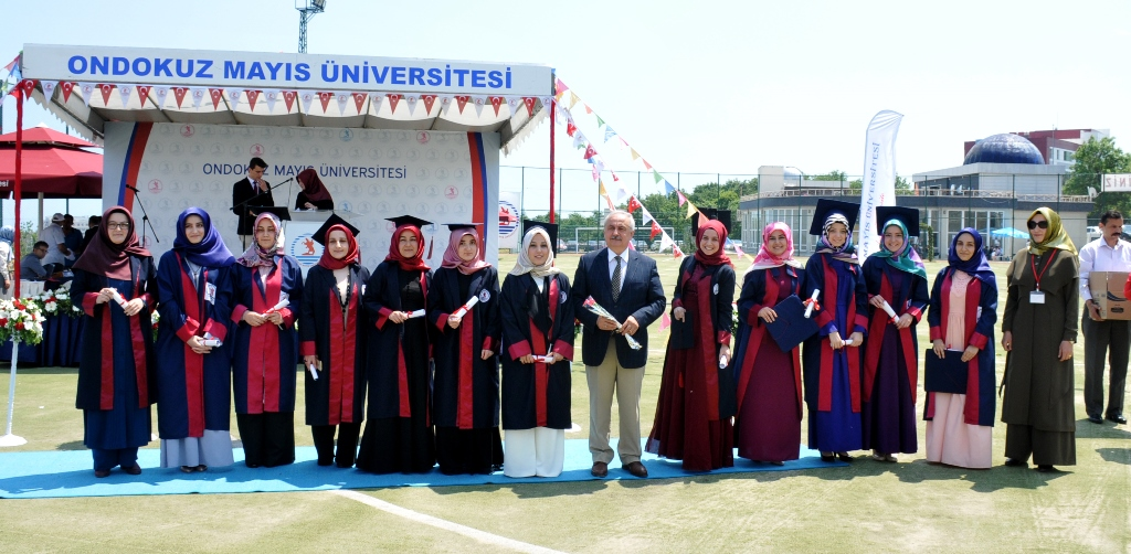 http://www.omu.edu.tr/sites/default/files/files/ilahiyat_fakultesinde_mezuniyet_sevinci/dsc_0251.jpg