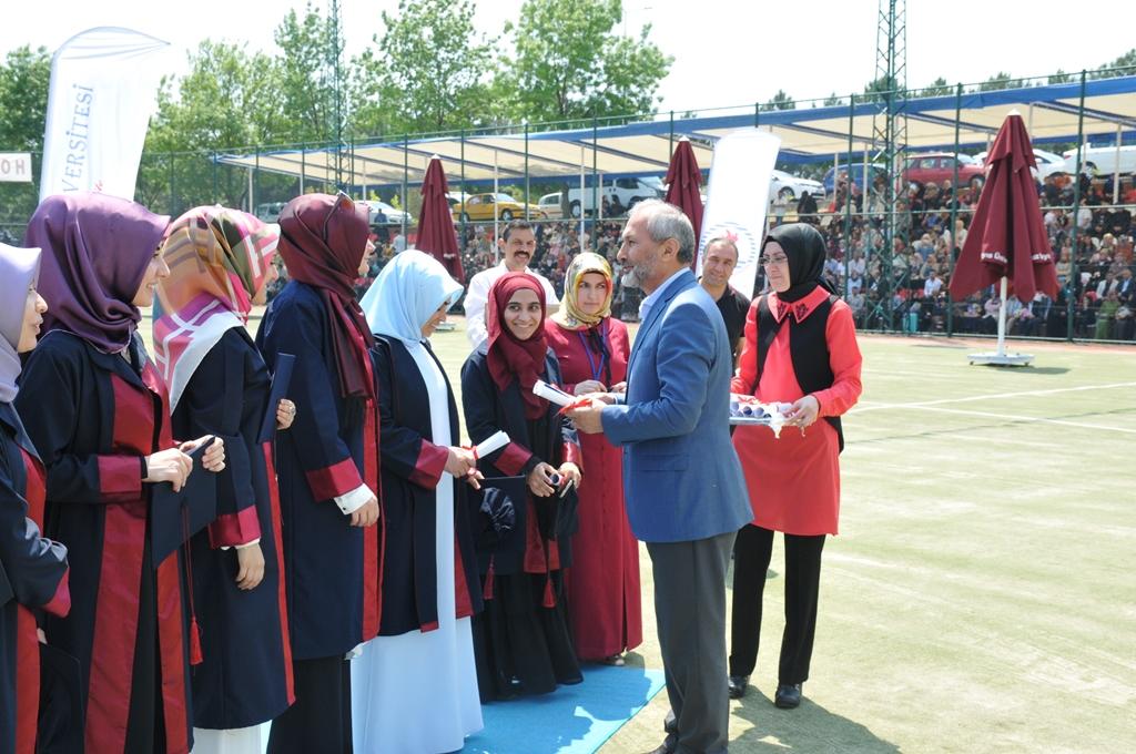http://www.omu.edu.tr/sites/default/files/files/ilahiyat_fakultesinde_mezuniyet_sevinci/dsc_0256.jpg