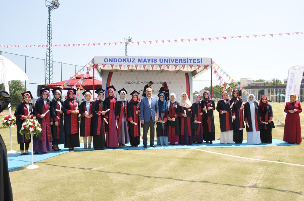 http://www.omu.edu.tr/sites/default/files/files/ilahiyat_fakultesinde_mezuniyet_sevinci/dsc_0259.jpg