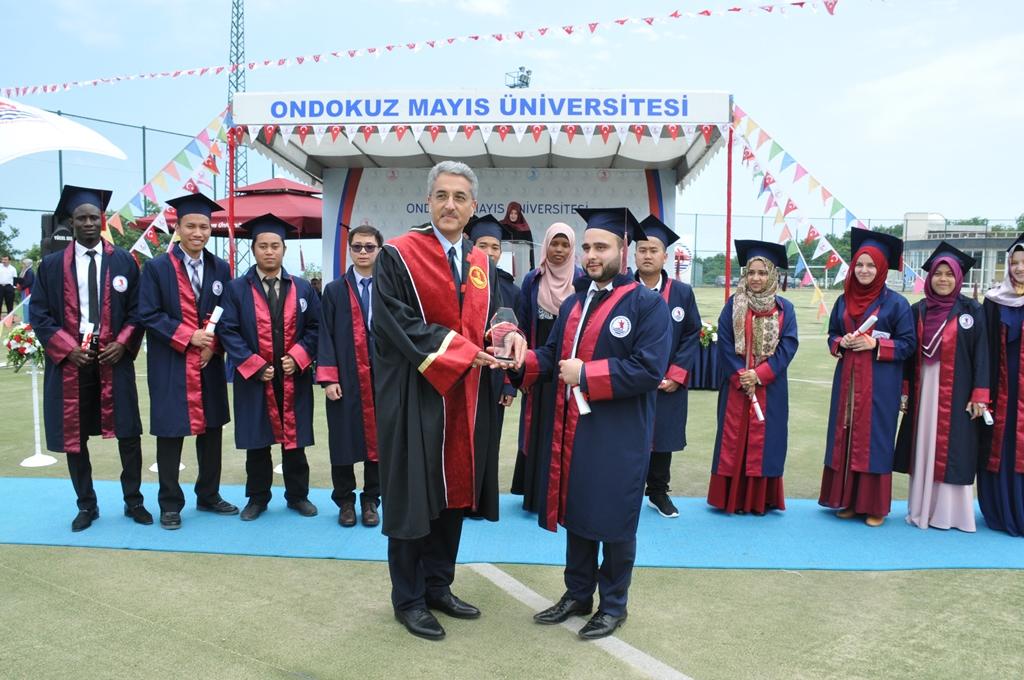 http://www.omu.edu.tr/sites/default/files/files/ilahiyat_fakultesinde_mezuniyet_sevinci/dsc_0267.jpg