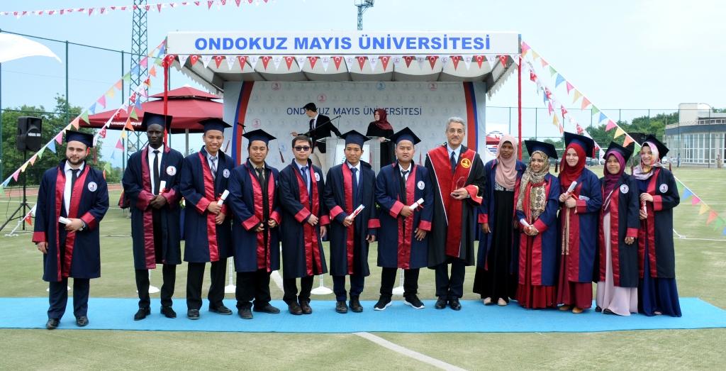 http://www.omu.edu.tr/sites/default/files/files/ilahiyat_fakultesinde_mezuniyet_sevinci/dsc_0270.jpg