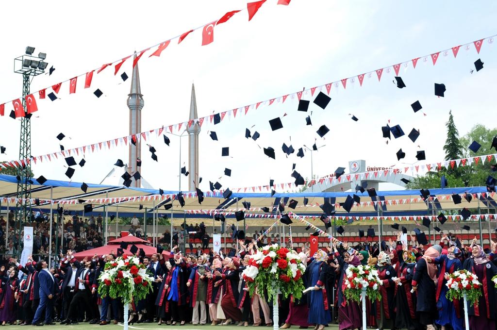 http://www.omu.edu.tr/sites/default/files/files/ilahiyat_fakultesinde_mezuniyet_sevinci/dsc_0281.jpg