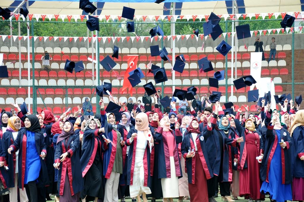 http://www.omu.edu.tr/sites/default/files/files/ilahiyat_fakultesinde_mezuniyet_sevinci/dsc_0285.jpg