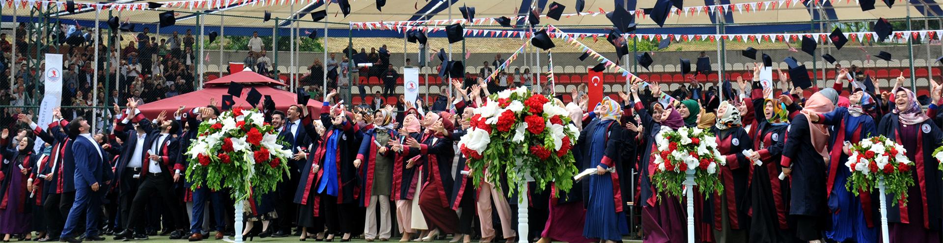 http://www.omu.edu.tr/sites/default/files/files/ilahiyat_fakultesinde_mezuniyet_sevinci/ilahiyat.jpg
