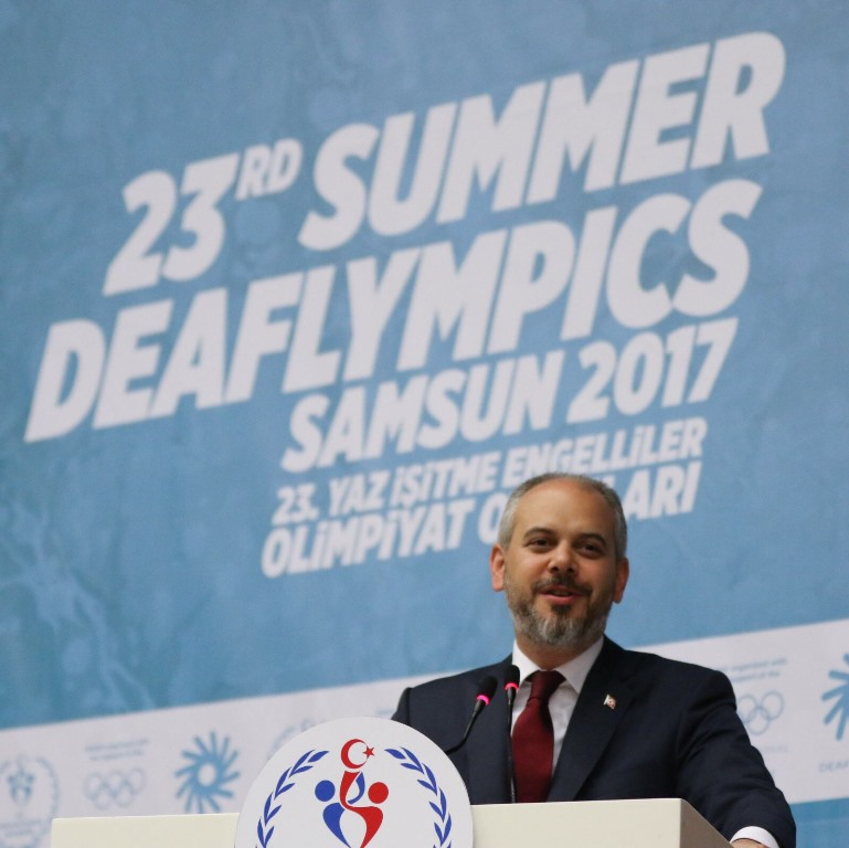 http://www.omu.edu.tr/sites/default/files/files/minister_cagatay_kilic_meets_with_deaf_athletes_at_omu/3.jpg
