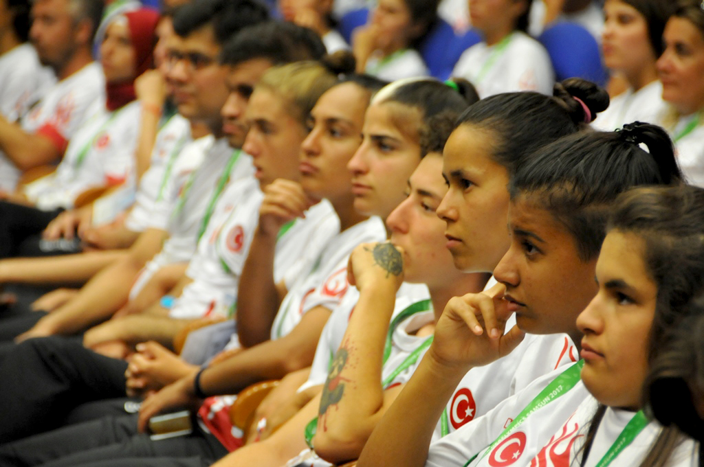 http://www.omu.edu.tr/sites/default/files/files/minister_cagatay_kilic_meets_with_deaf_athletes_at_omu/dsc_0017.jpg