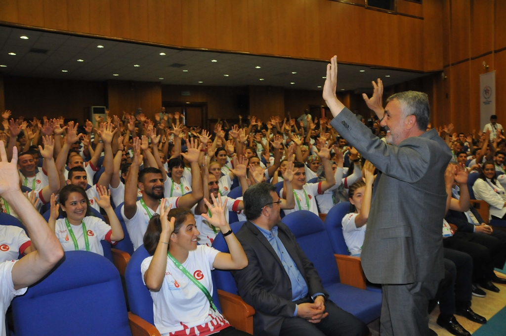 http://www.omu.edu.tr/sites/default/files/files/minister_cagatay_kilic_meets_with_deaf_athletes_at_omu/dsc_0030.jpg