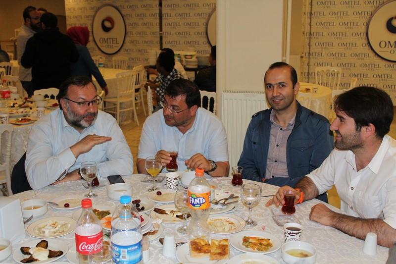 http://www.omu.edu.tr/sites/default/files/files/omu-turkceden_uluslararasi_ogrencilere_iftar/5.jpg