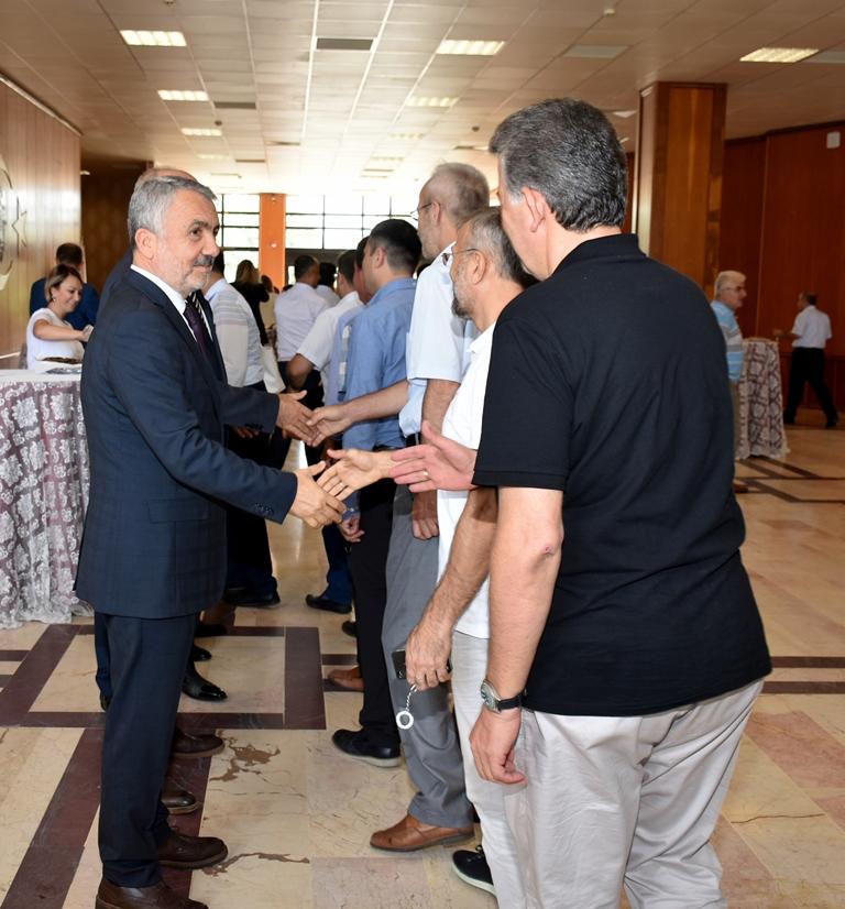 http://www.omu.edu.tr/sites/default/files/files/omu_ailesi_bayramlasmada_bir_araya_geldi/dsc_5487.jpg
