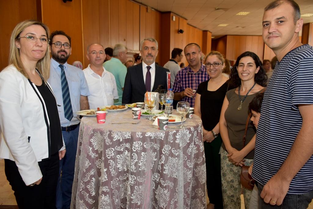 http://www.omu.edu.tr/sites/default/files/files/omu_ailesi_bayramlasmada_bir_araya_geldi/dsc_5555.jpg