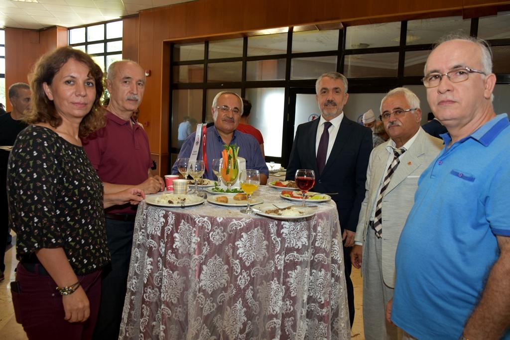http://www.omu.edu.tr/sites/default/files/files/omu_ailesi_bayramlasmada_bir_araya_geldi/dsc_5557.jpg