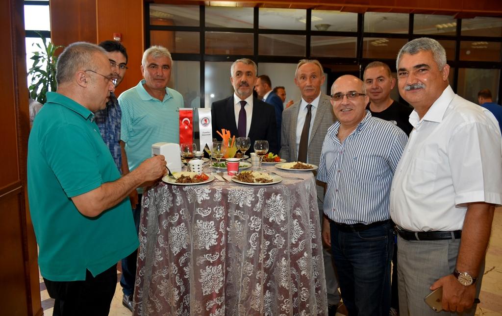 http://www.omu.edu.tr/sites/default/files/files/omu_ailesi_bayramlasmada_bir_araya_geldi/dsc_5558.jpg