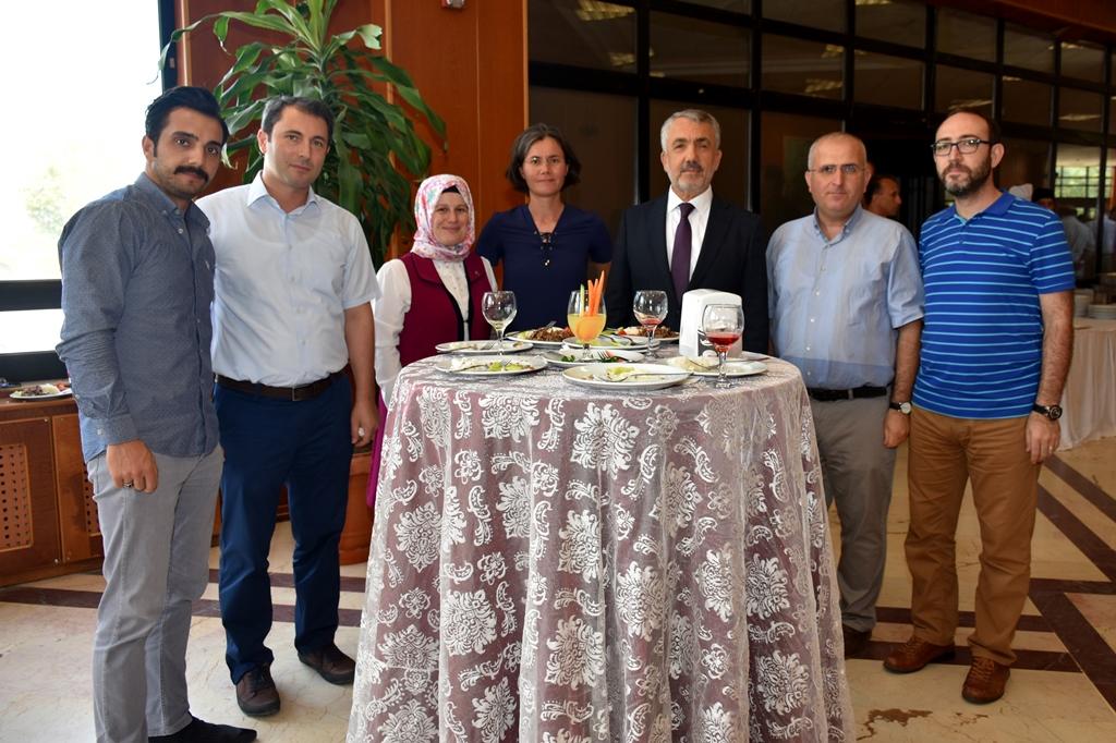 http://www.omu.edu.tr/sites/default/files/files/omu_ailesi_bayramlasmada_bir_araya_geldi/dsc_5561.jpg