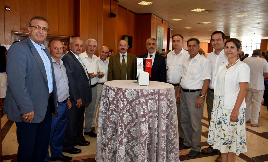 http://www.omu.edu.tr/sites/default/files/files/omu_ailesi_bayramlasmada_bir_araya_geldi/dsc_5565.jpg