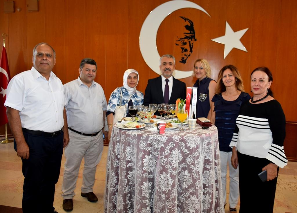 http://www.omu.edu.tr/sites/default/files/files/omu_ailesi_bayramlasmada_bir_araya_geldi/dsc_5568.jpg