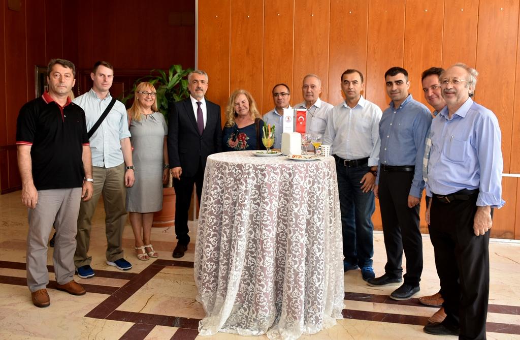 http://www.omu.edu.tr/sites/default/files/files/omu_ailesi_bayramlasmada_bir_araya_geldi/dsc_5574.jpg